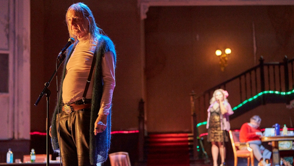Jean-Pierre Cornu, Bettina Stucky, Josef Ostendorf in »Der Entertainer« © Matthias Horn