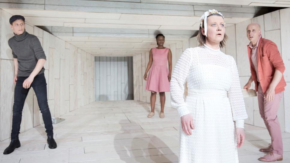Szene aus »Maria Magdalena« mit Philipp Zemmrich, Florence Adjidome, Christine Ochsenhofer, Johannes Nehlsen © Sinje Hasheider