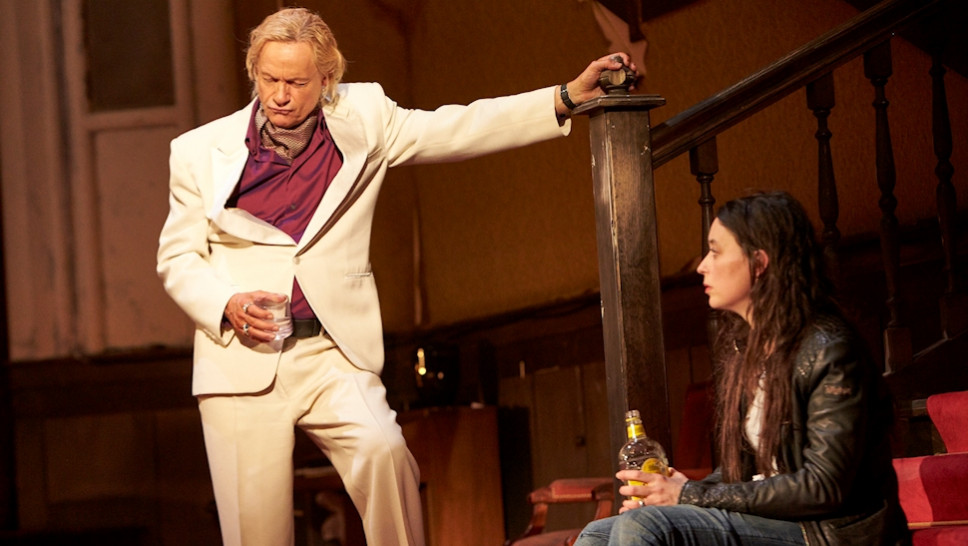 Michael Wittenborn, Sasha Rau in »Der Entertainer« © Matthias Horn