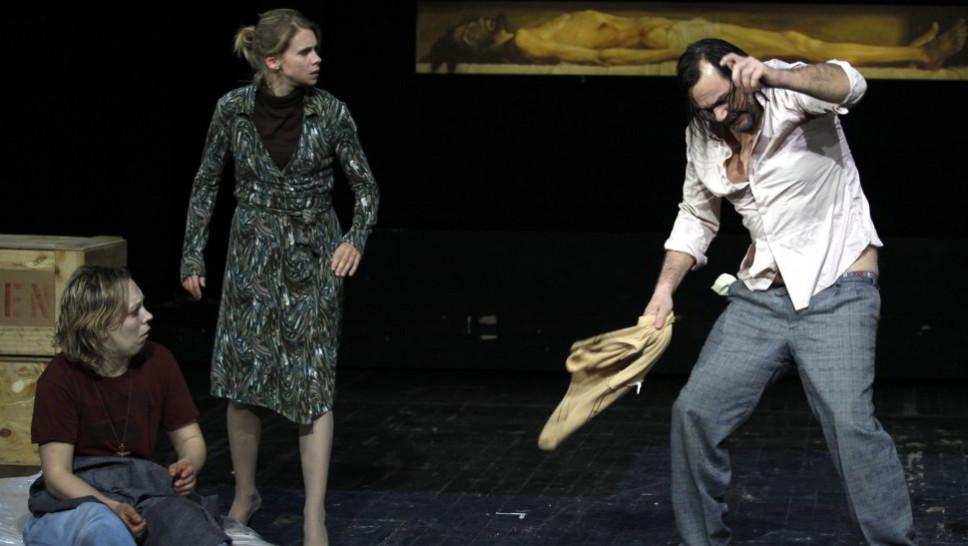 Lina Beckmann, Tanja Schleiff, Markus John in »Der Idiot« © Klaus Lefebvre