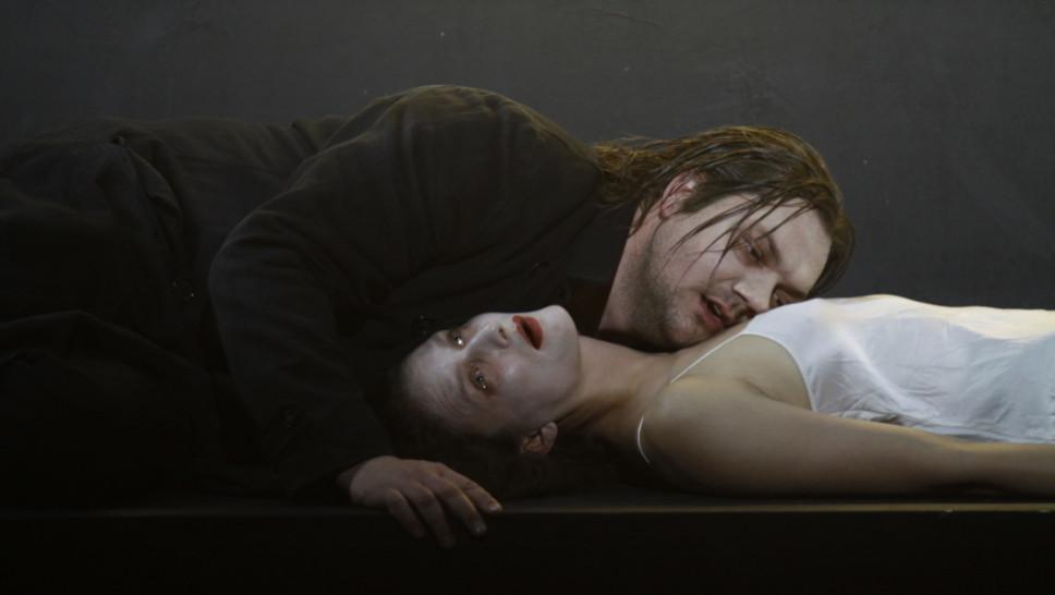Charly Hübner, Lena Schwarz in »Der Idiot« © Klaus Lefebvre