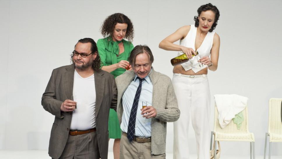 Markus John , Maria Schrader, Michael Wittenborn, Anja Laïs in »Der Gott des Gemetzels« © Maurice Kohl
