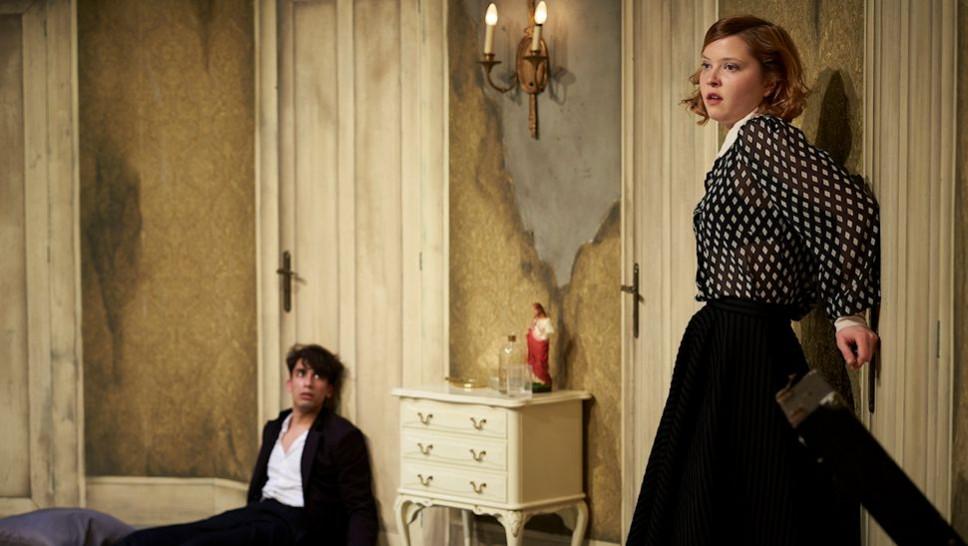 Mervan Ürkmez, Hanna Stange in »Yvonne, Prinzessin von Burgund« © Matthias Baus