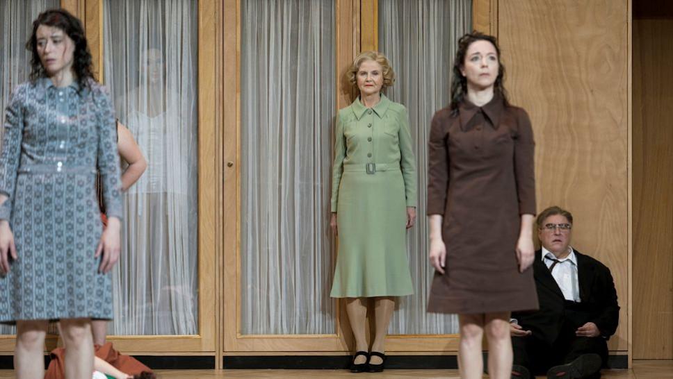 Sasha Rau, Irm Hermann, Olivia Grigolli, Josef Ostendorf in »Glaube Liebe Hoffnung« © Walter Mair