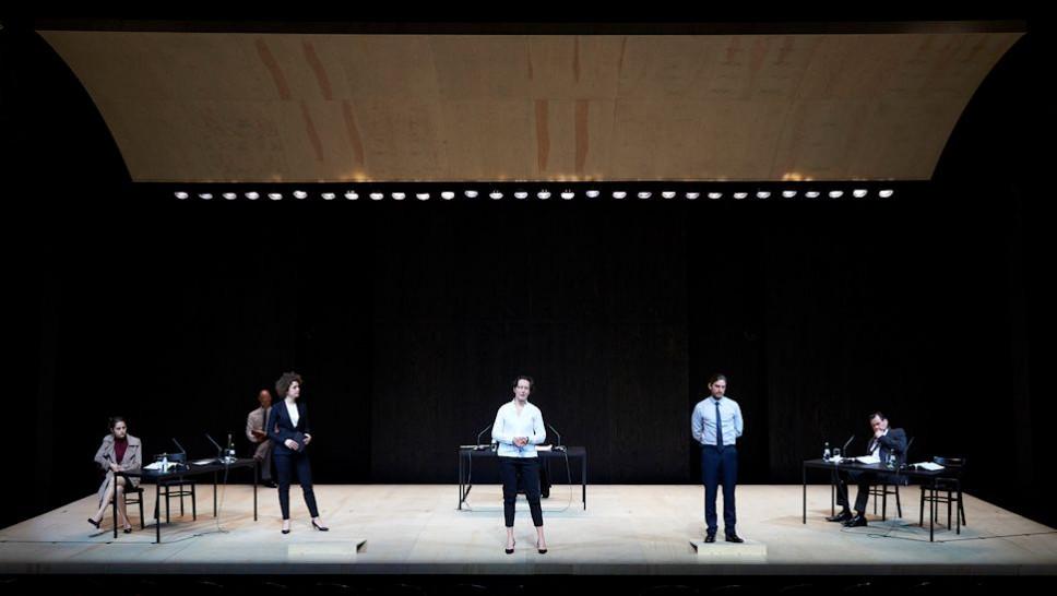 Gala Othero Winter, Andreas Grötzinger, Karoline Bär, Anja Laïs, Jonas Hien, Markus John in »Terror« © Matthias Baus