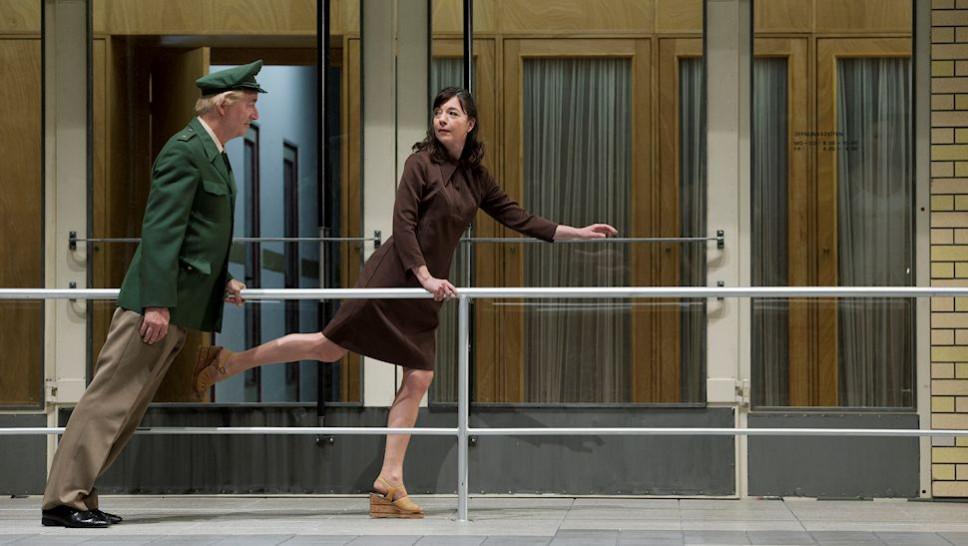 Ueli Jäggi, Olivia Grigolli in »Glaube Liebe Hoffnung« © Walter Mair