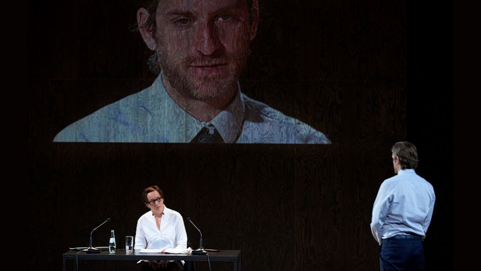 Anja Laïs, Jonas Hien in »Terror« © Matthias Baus