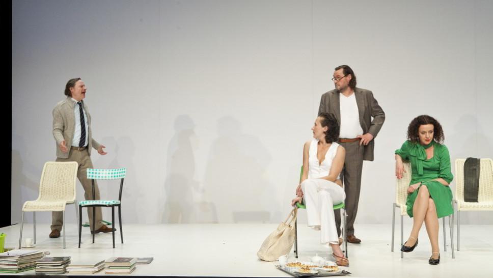 Michael Wittenborn, Anja Laïs, Markus John, Maria Schrader in »Der Gott des Gemetzels« © Maurice Kohl