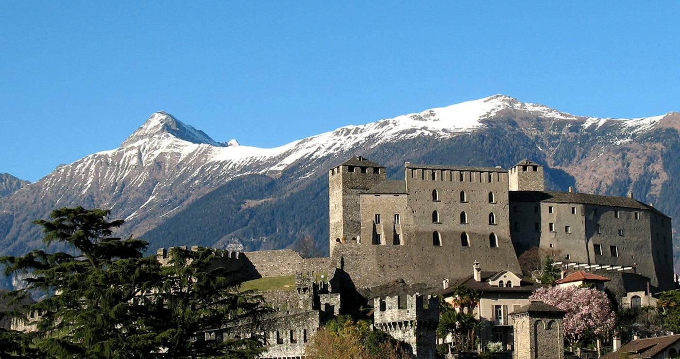 Bellinzona: Castelgrande and the Alps