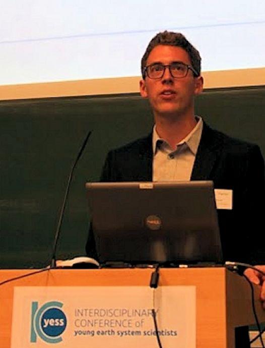 Dr. Florian Rauser