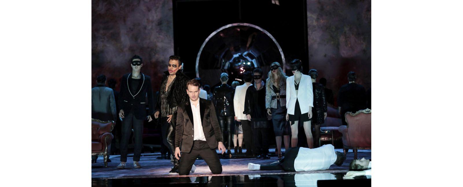 Don Giovanni // Opernchor // Jongsoo Yang // Juan Orozco // Michael Borth // Matteo Macchioni // Inga Schäfer // Samantha Gaul // Tänzer_innen //  2019 // Foto: Paul Leclaire