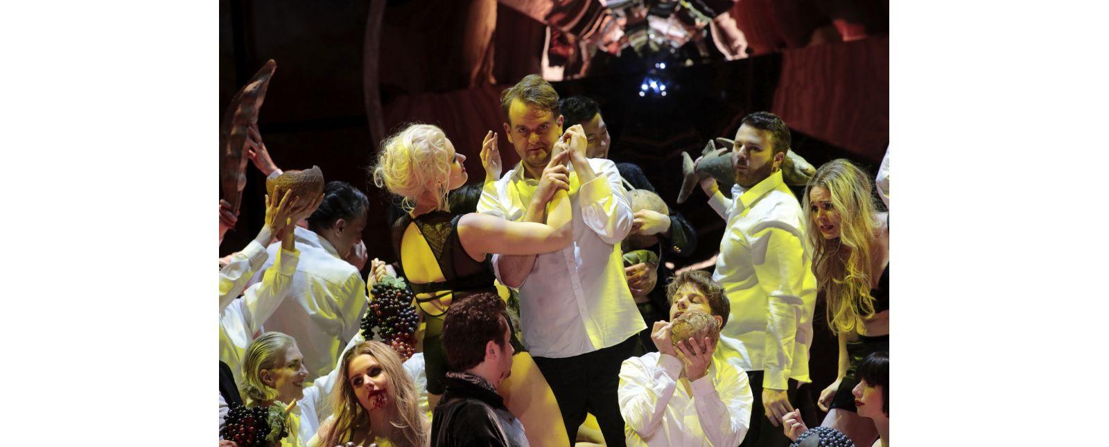 Don Giovanni // Opernchor // Tänzer_innen // Sarah Traubel // Matteo Macchioni // Michael Borth // Jongsoo Yang // Inga Schäfer //  2019 // Foto: Paul Leclaire