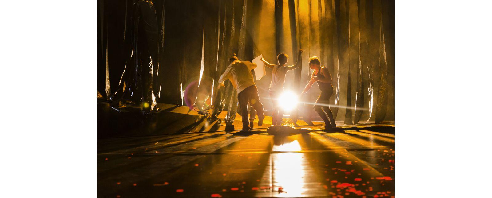 Das Dschungelbuch // Sebastian Thiers, Yalany Marschner, Dominik Weber // Foto: Rainer Muranyi