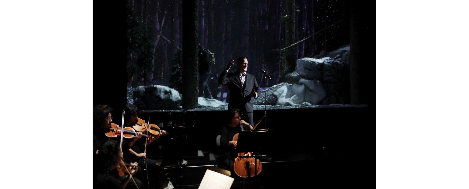 SCHAUINSLAND - The Misfortune of the English // Fabian Gerhardt / Philharmonisches Orchester Freiburg / Statisterie des Theater Freiburg // Foto: Paul Leclaire