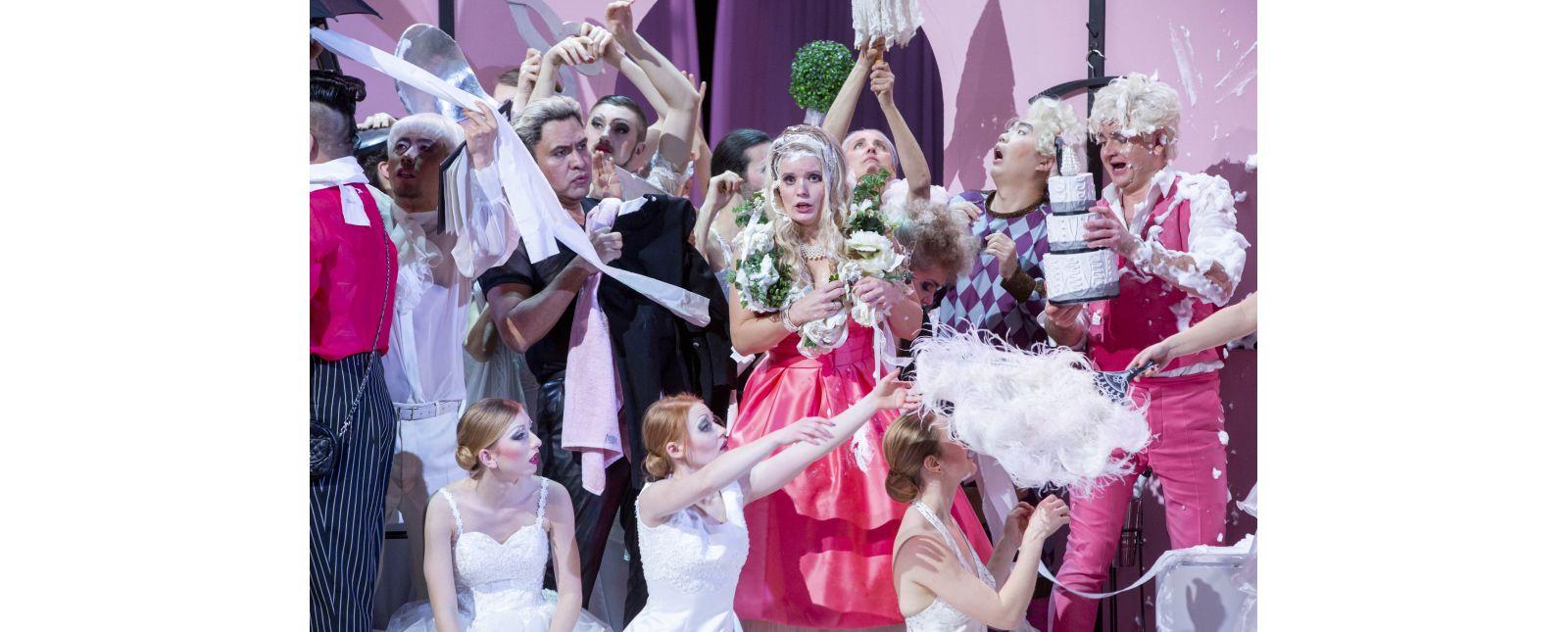 Die Hochzeit des Figaro // Jin Seok Lee / Juan Orozco / Sarah Traubel / Anja Jung / Seonghwan Koo / Michael Borth / Statisterie / Opernchor // 2020 // Rainer Muranyi