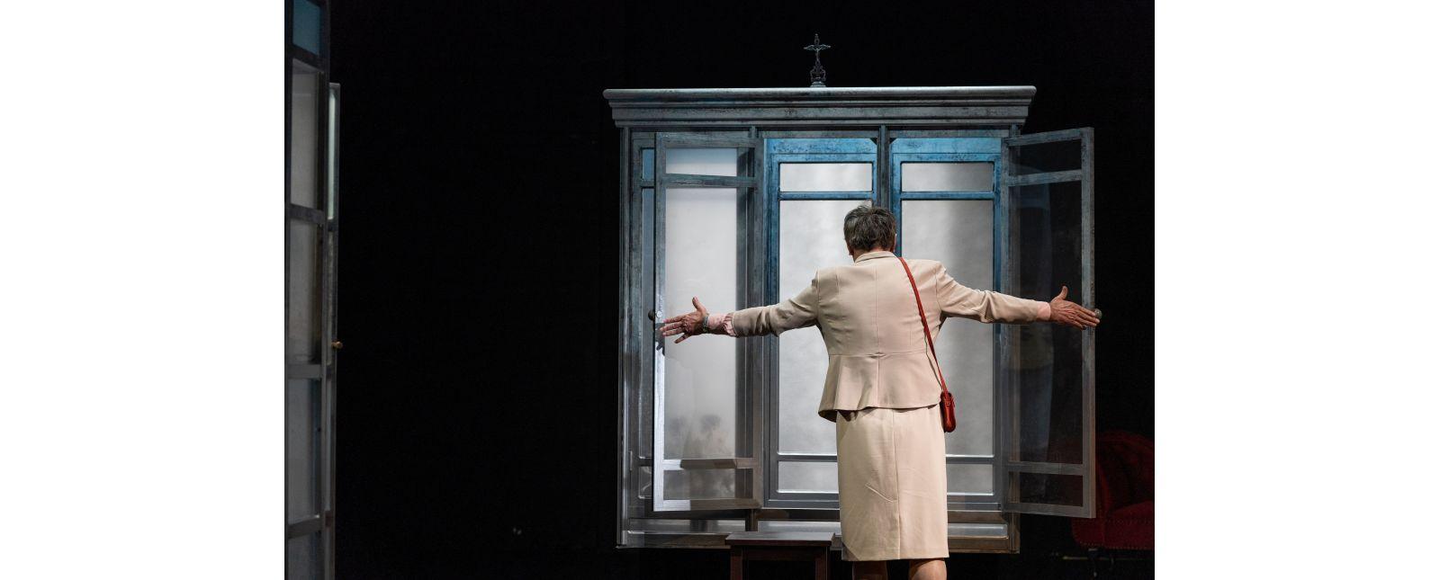 ANNE-MARIE DIE SCHÖNHEIT // Robert Hunger-Bühler // Foto: Britt Schilling