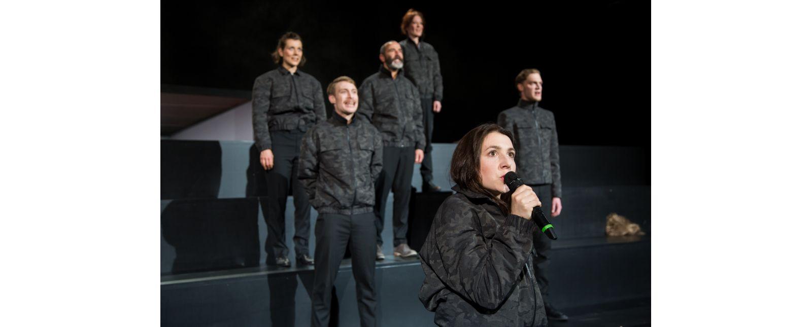 Krieg // Stefanie Mrachacz, Martin Hohner, Henry Meyer, Anja Schweitzer, Rosa Thormeyer, Thieß Brammer // Laura Nickel // 2018