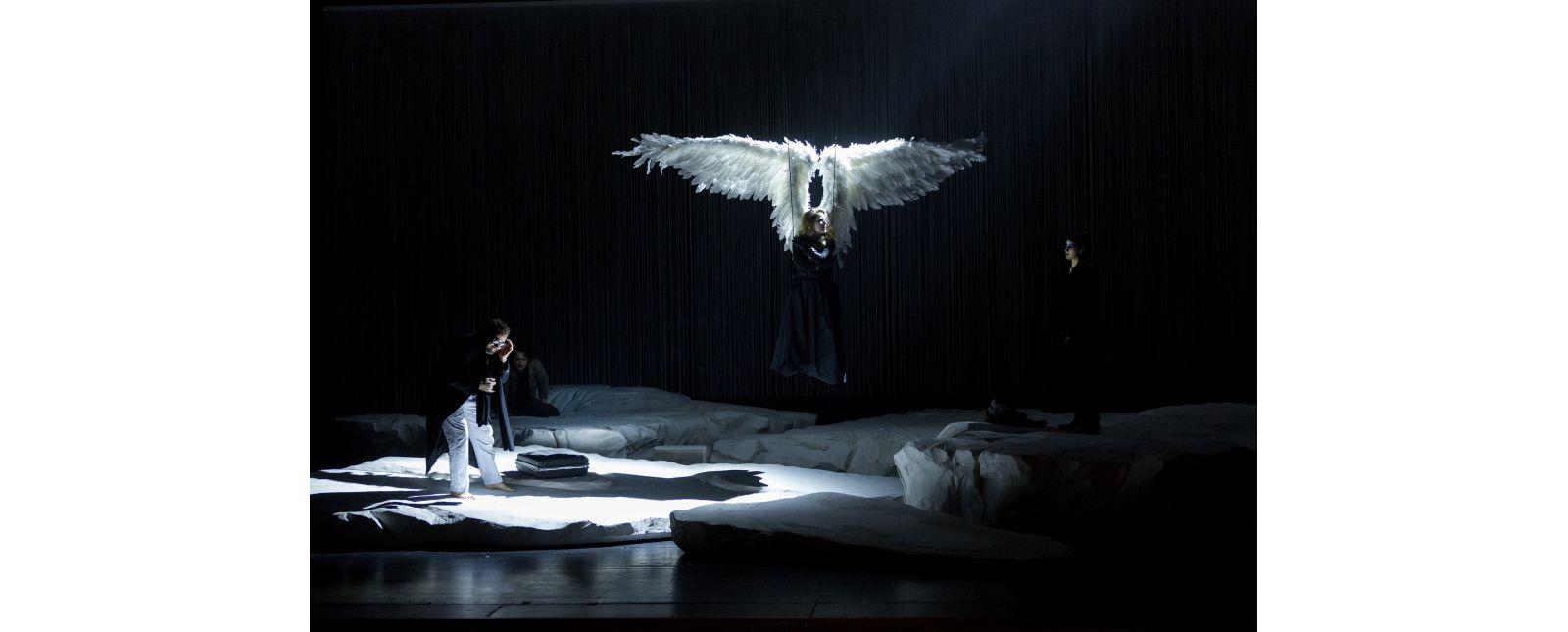 Angels in America // Robin Adams, Angela Falkenhan, Miriam Götz // Rainer Muranyi // 2018