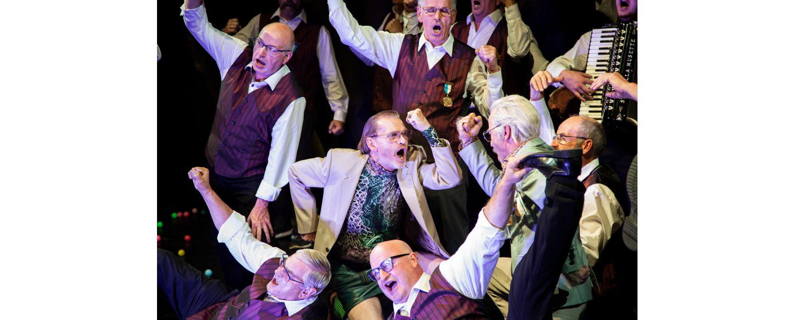 KASIMIR UND KAROLINE // Chor (u.a. Liederkranz Zähringen / Männergesangverein Bischoffingen / Sängerbund Oberrotweil / O-Ton Bahlingen / Liederkranz Staufen) / Michael Witte / Henry Meyer // 2019 // Laura Nickel