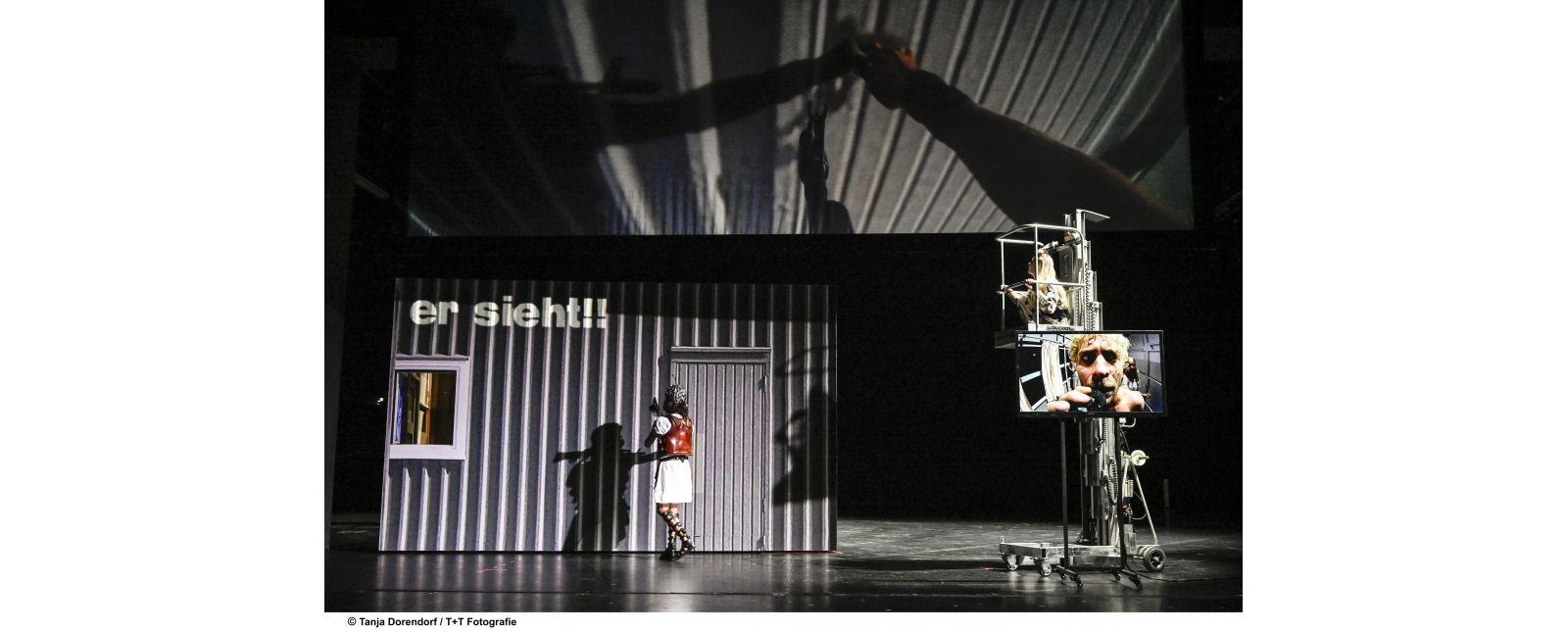 WUT // Martin Müller-Reisinger / Anja Schweitzer / In Projektion: Martin Hohner // 2019 // Tanja Dorendorf / T + T Fotografie