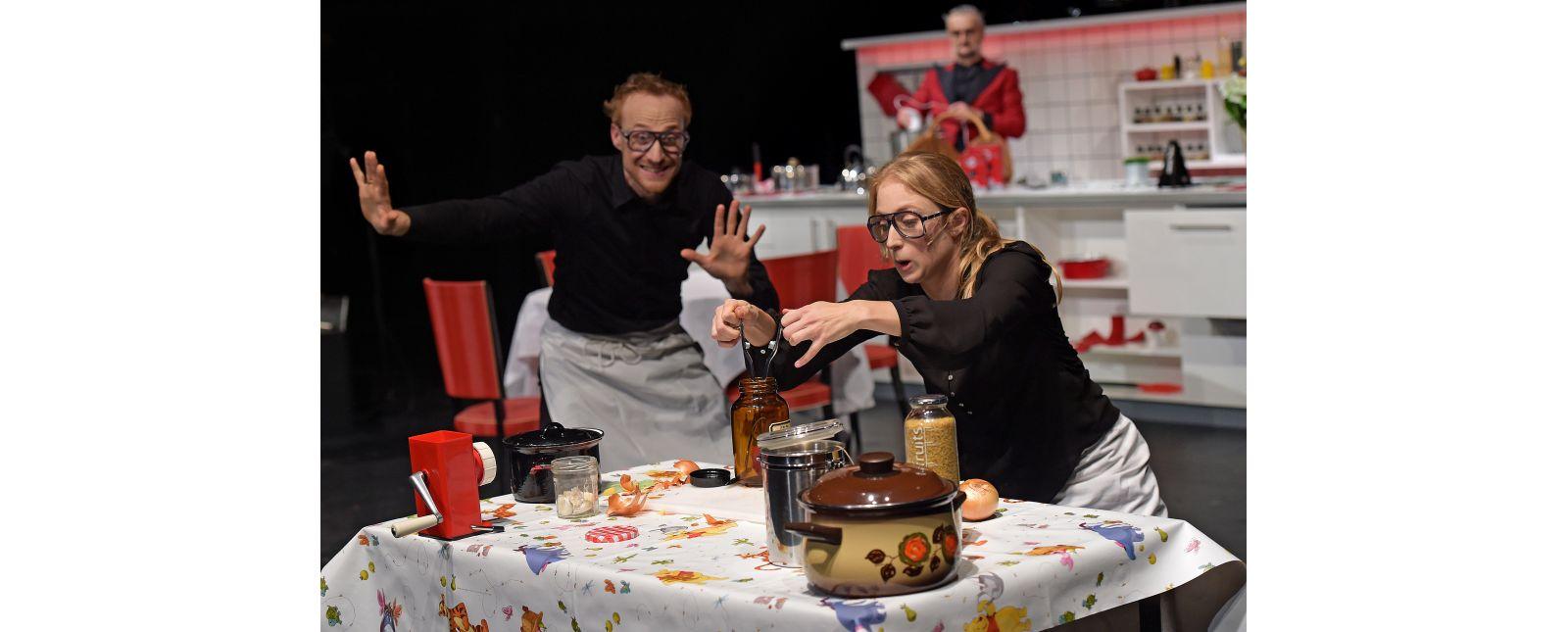 Teufels Küche // Philipp Schiemenz, Mariella Bachmann, Klaus Simon // 2017 // Foto: Maurice Korbel