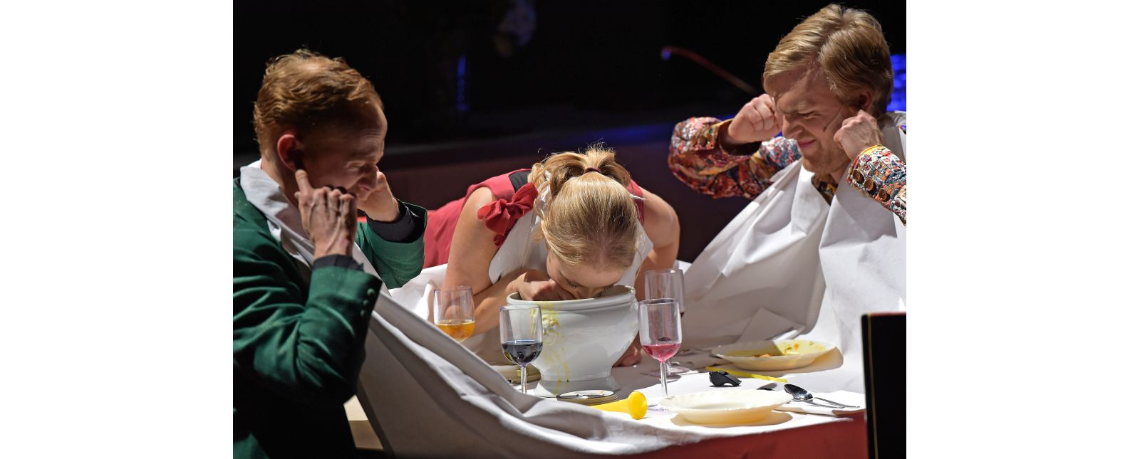 Teufels Küche // Philipp Schiemenz, Mariella Bachmann, Justin Auer // 2017 // Foto: Maurice Korbel