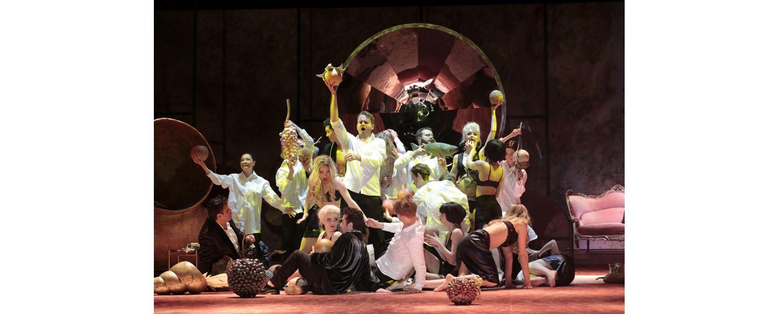 Don Giovanni // Juan Orozco // Opernchor // Inga Schäfer // Sarah Traubel // Jongsoo Yang // Matteo Macchioni // Tänzer_innen //  2019 // Foto: Paul Leclaire