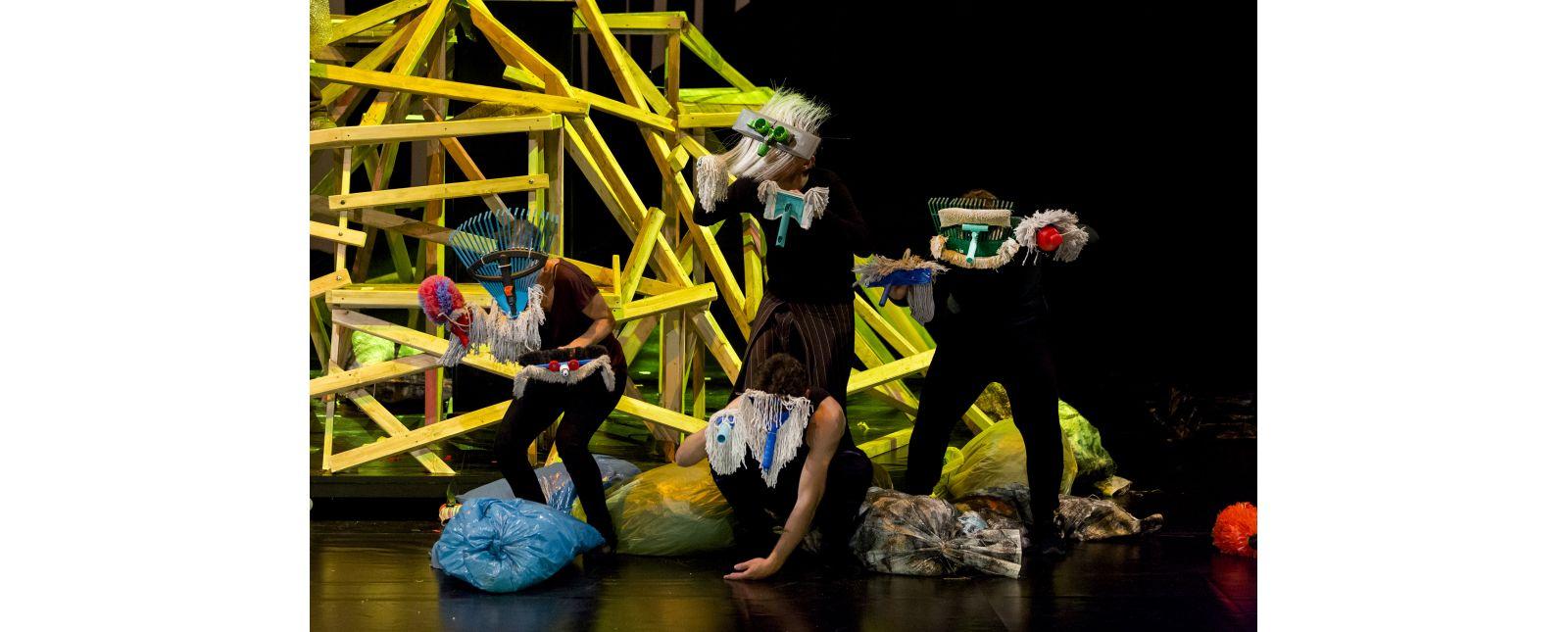 Das Dschungelbuch // Stefanie Mrachacz, Katharina Halus, Dominik Weber, Martin Müller-Reisinger // Foto: Rainer Muranyi
