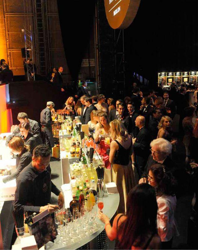 Partynacht auf der Bühne der Deutschen Oper Berlin | <i>(c) Bettina Stöß</i>