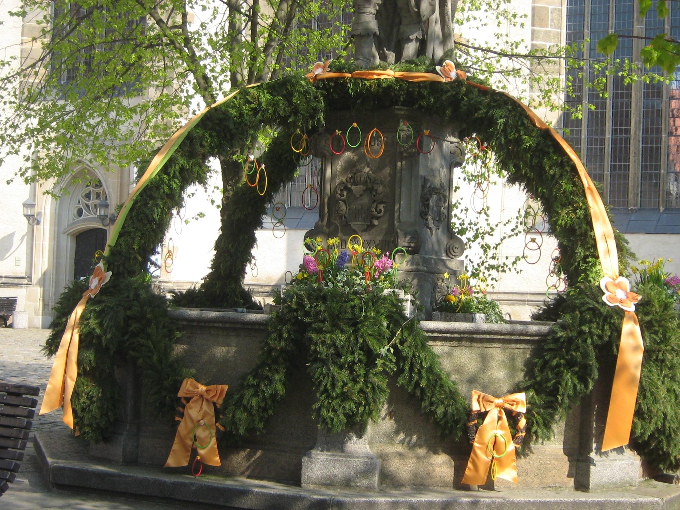 Festliche Einweihung Osterbrunnen ©