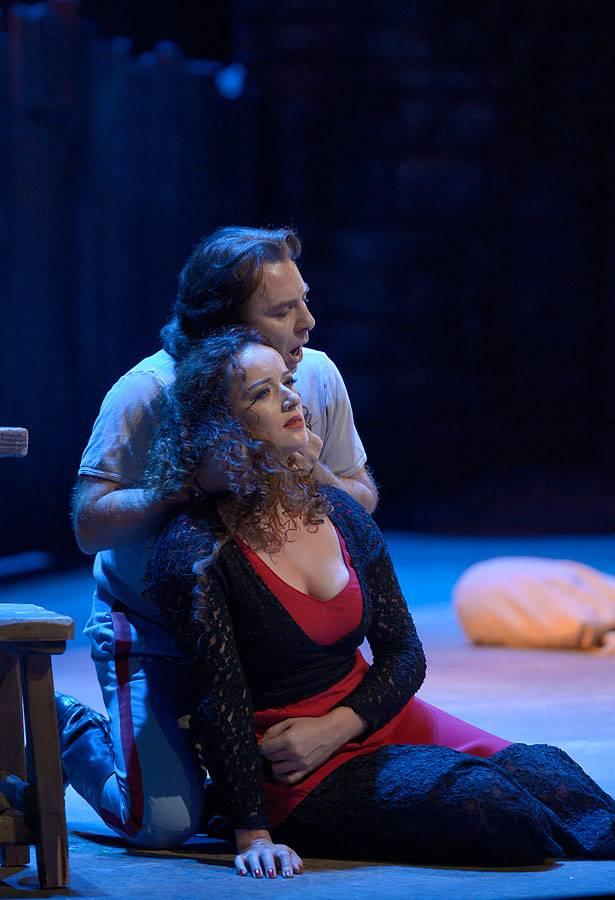 Clémentine Margaine als Carmen, Roberto Alagna als Don José