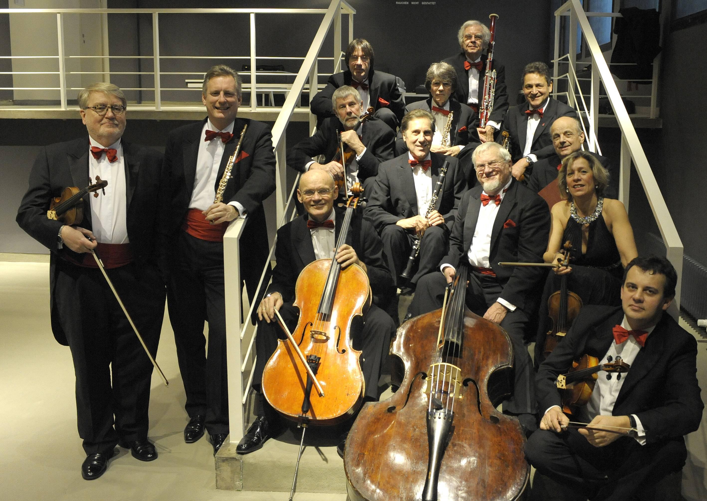 Tomasz Tomaszewski (Violine, Primas), Annette Read-Becker (Violine), Karl-Heinz Brößling (Violine), Sandor Farkas (Violine), Sebastian Sokol (Viola), Michael Hussla (Violoncello), Klaus Verwiebe (Kontrabass), Jochen Hoffmann (Flöte), Rudolf Blanke (Oboe), Karl-Heinz Braiger (Klarinette), Gerhard Rapsch (Fagott), Florian Goltz (Schlagzeug), Günter Melde (Klavier), Julia Becker (Harfe)