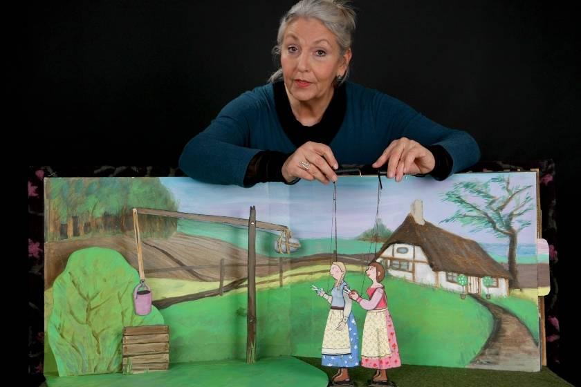SCHNEEWEISSCHEN UND ROSENROT | Puppentheater Schlott