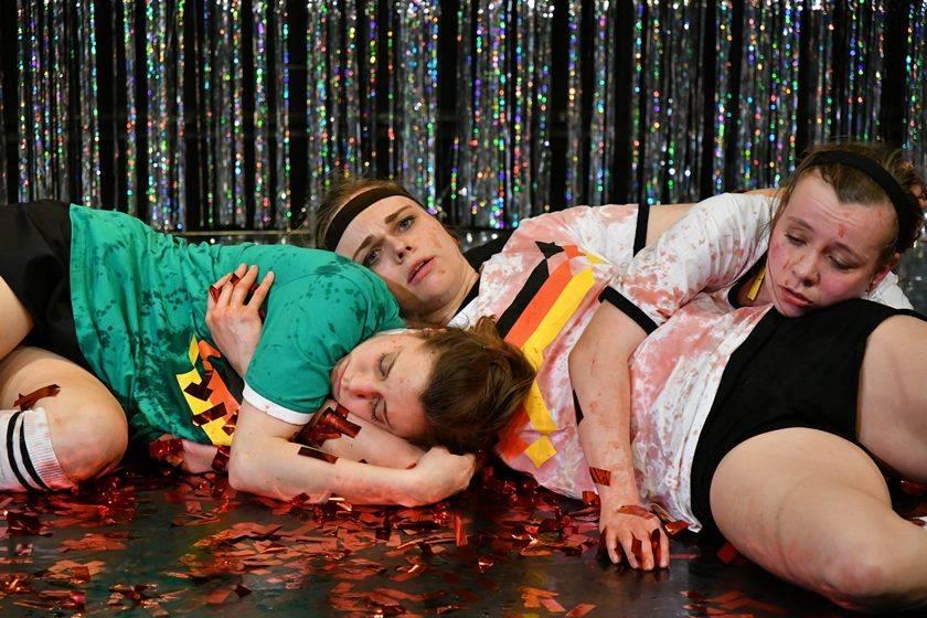 DEMUT VOR DEINEN TATEN BABY | Cornelia Wöß, Friederike Drews und Anja Willutzki | Dorit Gätjen