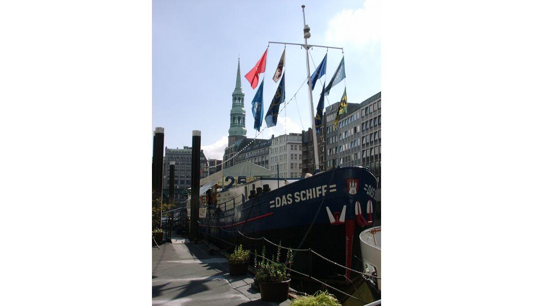 Theaterschiff im Nikolaifleet